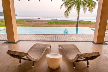 Casa Aqua: Amazing beach front house - Playa Venao