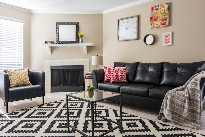 Desirable Uptown 2BR + Balcony | Near Ballpark