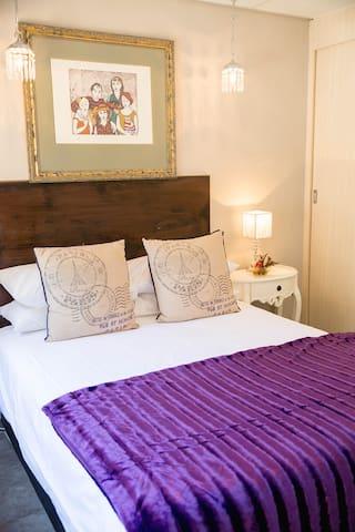 Chic and central en-suite bedroom - Rustenburg - Apartamento