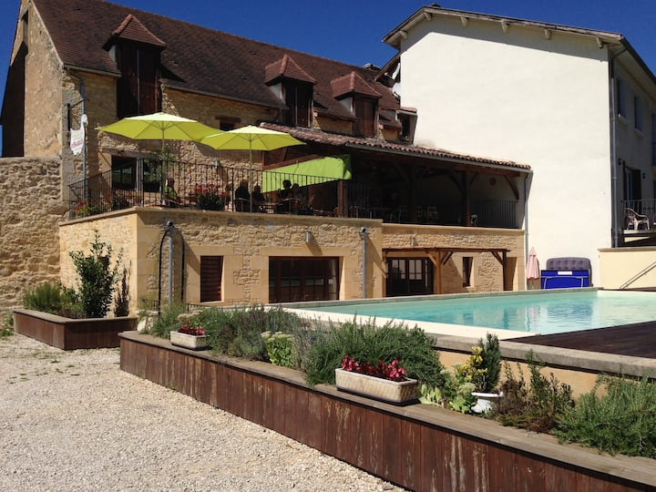 Comfortable family home and pool nr Sarlat