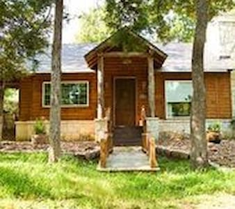 Private Cottage with Hot Tub - Brenham