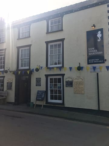 Laugharne some amazing pubs, cafes, restaurants and gift shops.