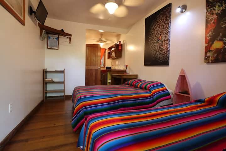 Studio with two beds at Seabreeze Inn