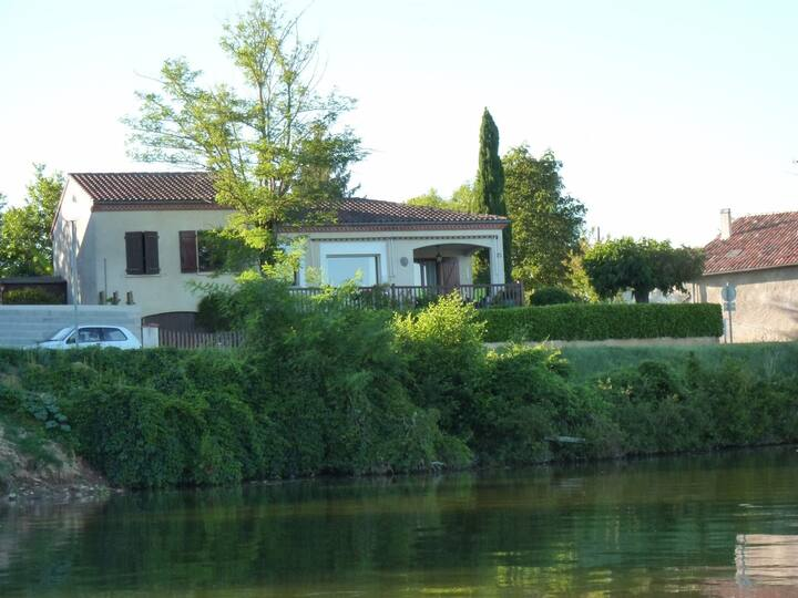 Au bord du Tarn - just 2 steps from the Tarn river
