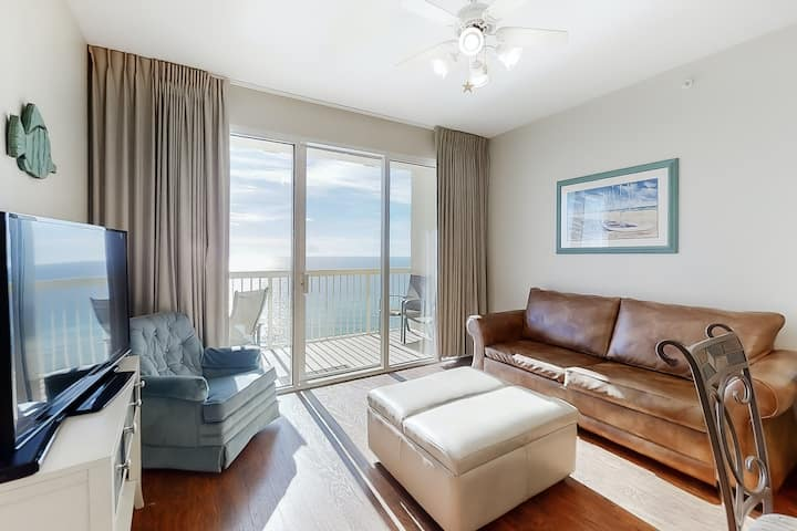 Stylish oceanfront 15th floor condo w/ shared pools and beach access!