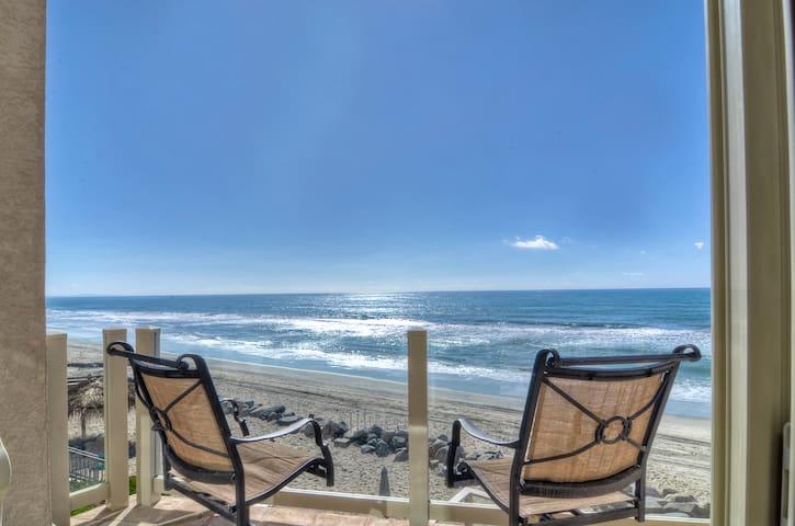 Beach house, private sand, 2bd+ multipurpose suite