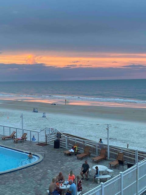 Beach Bungalow Studio- Ocean Front