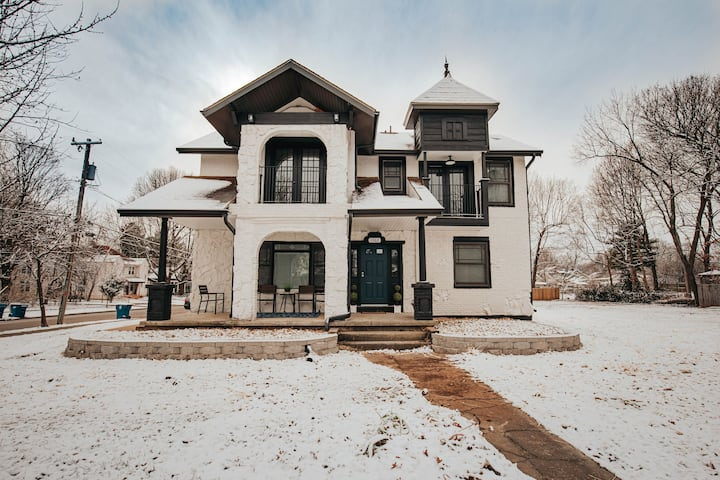 1362 E. Cherry- Pickwick District Lots of Charm