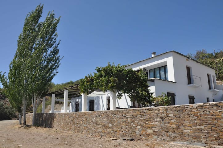 Stunning house with great views and small pool - Ugíjar - Casa