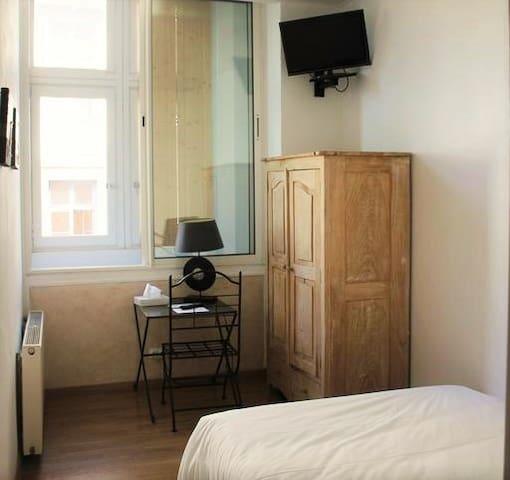 Confortable single room