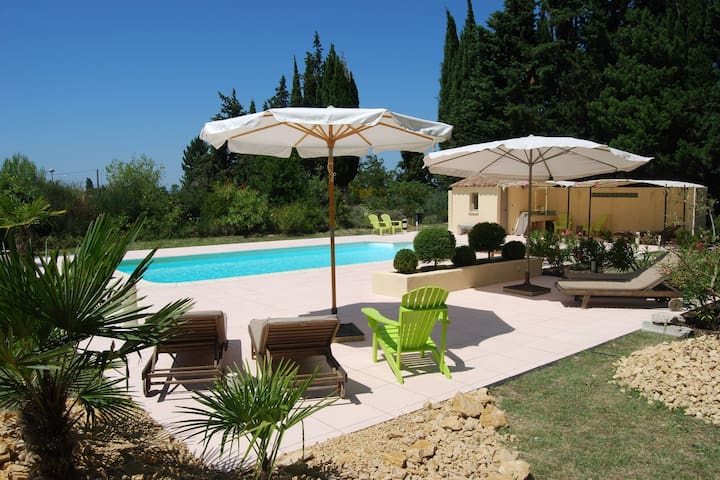 Gîte with friends room in stately villa with pool and parkgarden