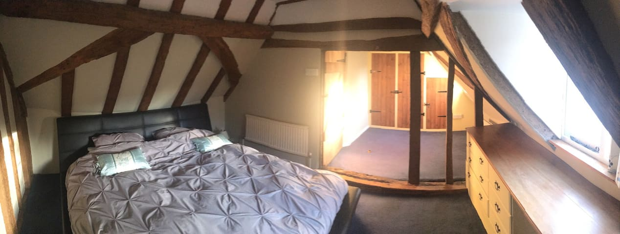 Superking sized bedroom, in Grade II Listed House - Tonbridge - House