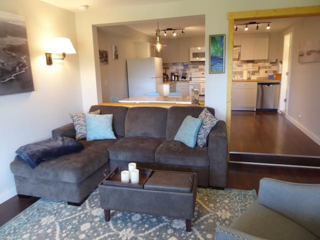 Sooke Ocean View Suite- private entry, clean, cozy