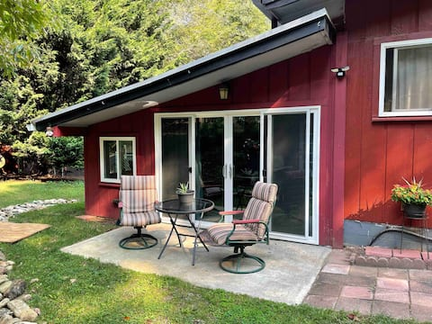 Private guest suite in heart of Cedar Mountain