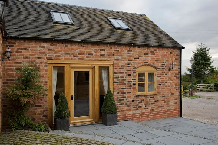 Delightful Barn Conversion - Abbots Bromley - House