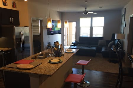 Super Bowl 2 bed 2 bath Great location