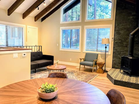 New Spacious 1BR Cabin w outdoor Patio & Extra Bed