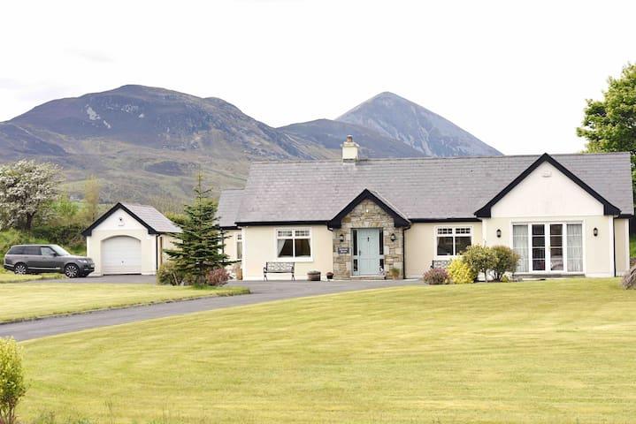 Cinnèide House, Beautiful Family Home in Westport