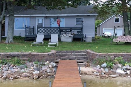 Beautiful Lakefront Cottage, 3 BR - Cabin