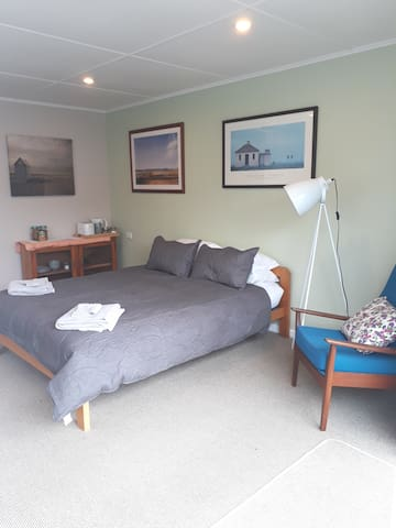 Richmond Retreat  Private Studio,. Breakfast 24HR