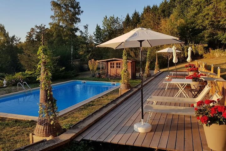 Cosy Castle in Onlay with Swimming Pool