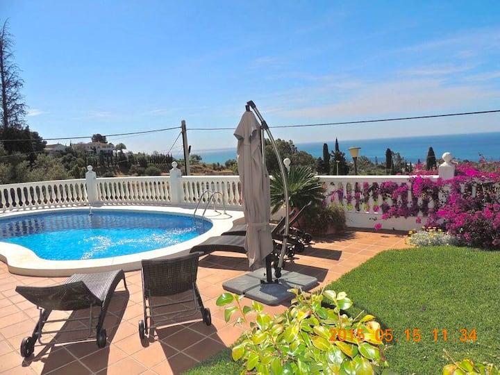 Villa vue mer avec piscine à 1km de la plage