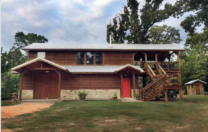 Hidden Oaks Getaway on 42 Acres Near Lake Fork