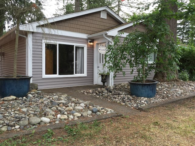 3 Bedroom Renovated Cultus Lake Cottage - Cultus Lake