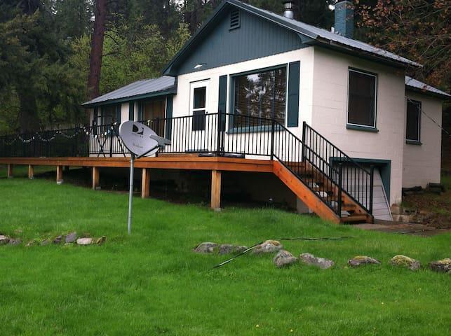 Cabin on Lake Coeur d' Alene