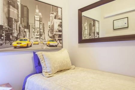 Single size bed-Downtown TO-Bedroom - Toronto - Apartment