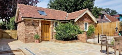 Brand new annexe on border of the Southdowns.