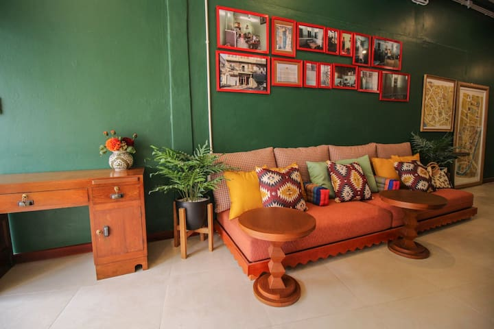 Family Room in the heart of Bangkok's old city!
