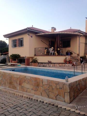 Chalet con piscina zona tranquila cerca Tarragona - El Catllar - Casa