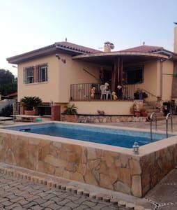 Chalet con piscina zona tranquila cerca Tarragona - El Catllar - Haus