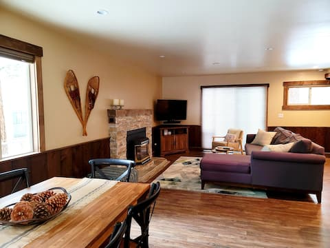 New Cozy Home 1 Mile from the Beach 5 Miles to Ski
