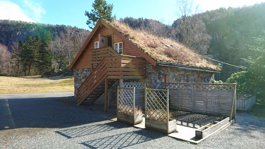 Cozy stonehouse appartment - Hjelmeland - Appartement