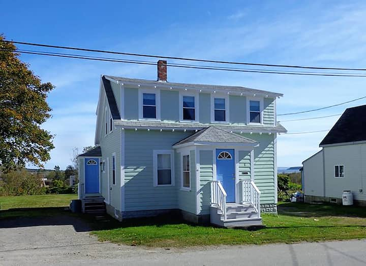 Shore View Cottage- 3 bedroom house in Lubec Maine