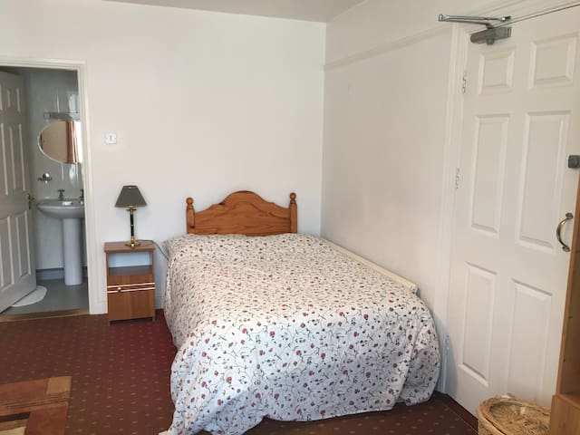 Double Room En Suite, with parking - Cork