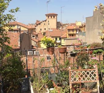 Camera con terrazzo in centro città - Bologna - Wohnung