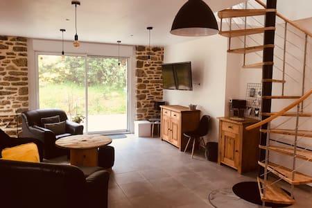 Maison en pierre entièrement rénovée à la campagne