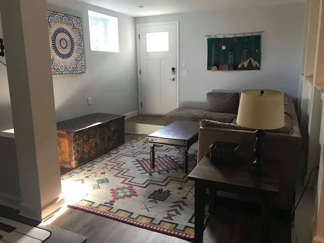 Private Buckhead/Midtown Suite - Newly Renovated