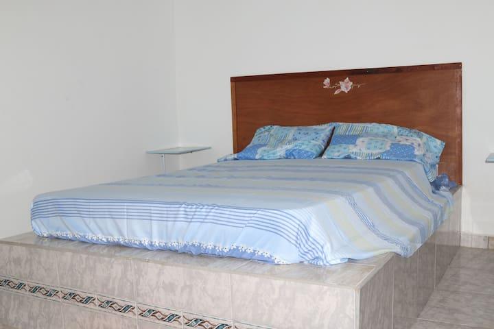 camera matrimoniale con bagno privato (no A/C) - David - 家庭式旅館