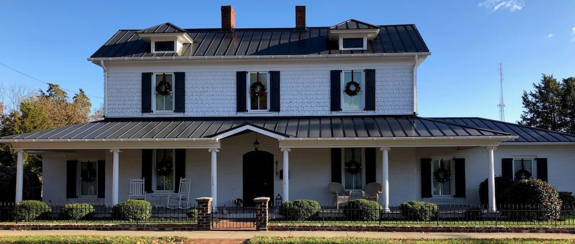 The Gibson House Inn - in Historic Kernersville