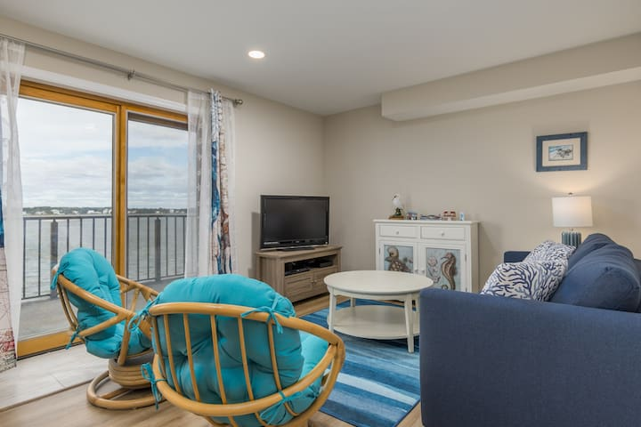Crab Cove on the Bay 404 - Newly-Renovated Bayfront!