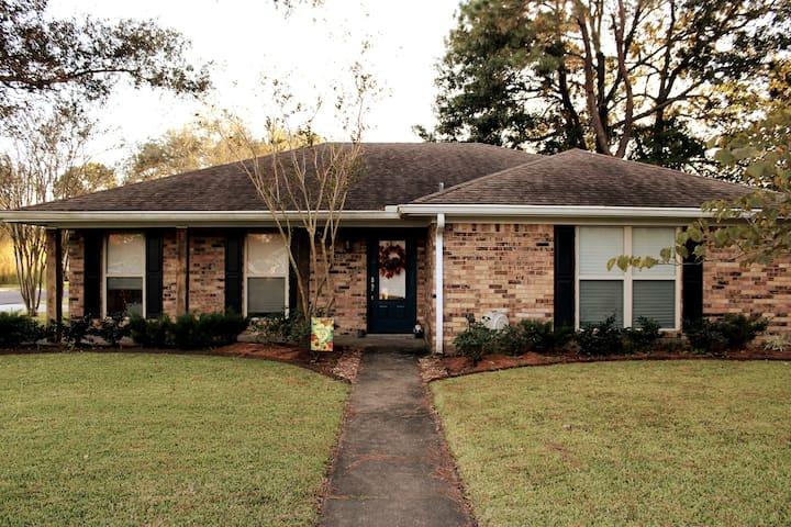 modern chic home in friendly neighborhood!