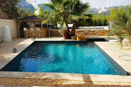 STUDIO CONFORT & PISCINE AVEC JACUZZI + parking
