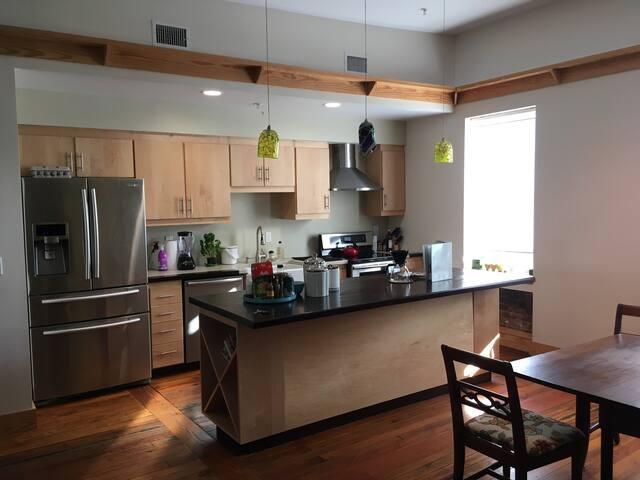 Beautiful & Spacious Southside Loft - Chattanooga - Apartment