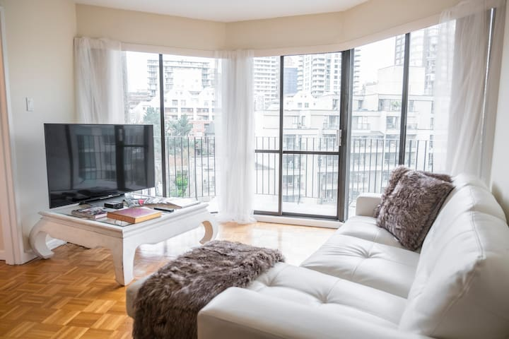 Cute & clean with pool / across from the beach - Vancouver - Wohnung