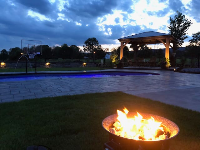 Hershey Summer Oasis with Pool & Gym
