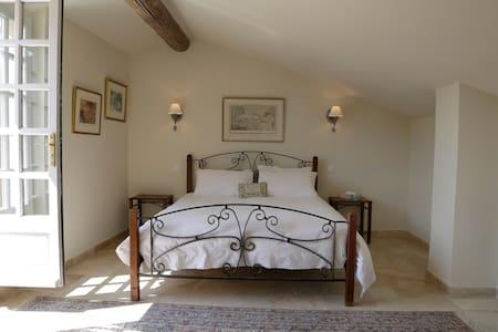 Luxury in the Luberon - Bed & Breakfast